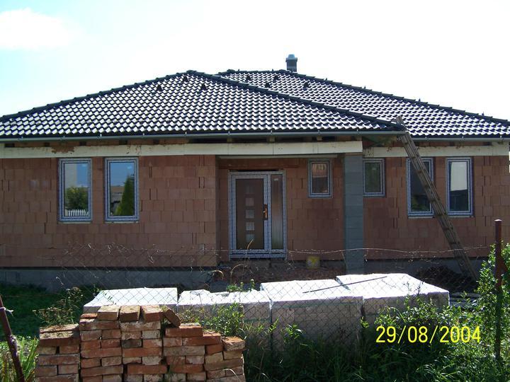 Náš dom - okná s trojsklom zvonka orech tmavý