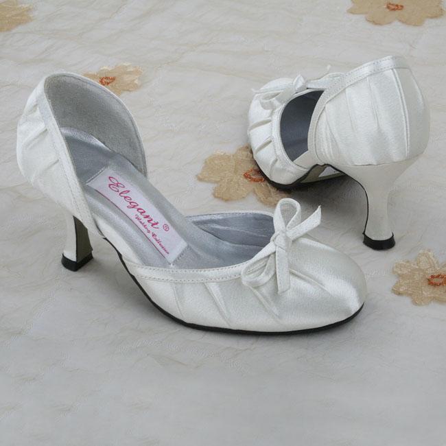 Moje retro svatba v krátkých šatech:-) - MOJE - ale jsou mi velké... :-(