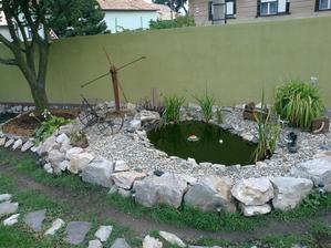 moje jazierko po dokončení.. ale už mám v hlave ďalšie vylepšenia a skrášlenia...