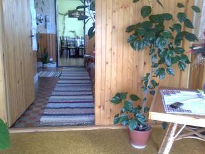 jediná foto z povodného stavu. toto bol vchod do domu, teraz je tam šatník a vchod je z boku :)