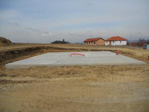 pripojky hotove ve ctvrtekprijedou montovat domek na prvni jarni den :)