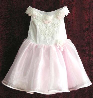 Přípravy nepřípravy :) - šaty pro jednu drůžičku :)