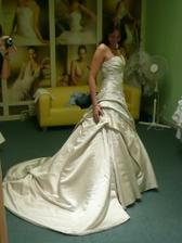 To jsou moje vybrabé svatební šatičky Nicole z Andělského svatebního studia