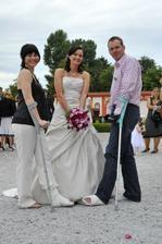 Můj bráška a jeho přítelkyně Marcelka - oba si stihli na svatbu zlomit levou nohu:-)
