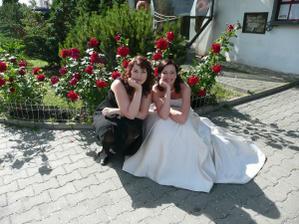 S mojí nejlepší kamarádkou a zároveň svědkyní Haničkou.