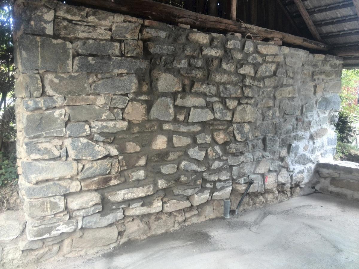 ..our rustic cottage.. - .. a ještě jedno spárování zeď za kuchyní