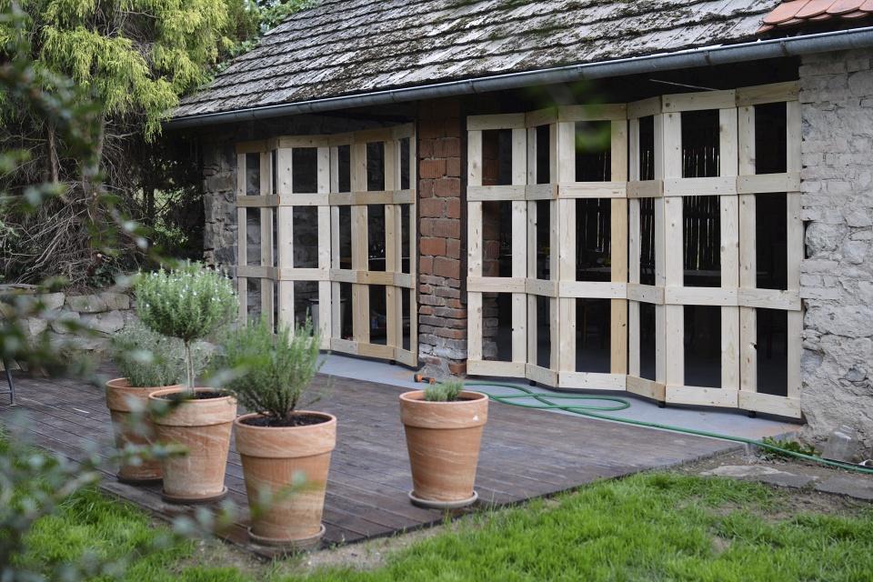 ..our rustic cottage.. - ..dveře smontovány, ještě zbývá natřít..