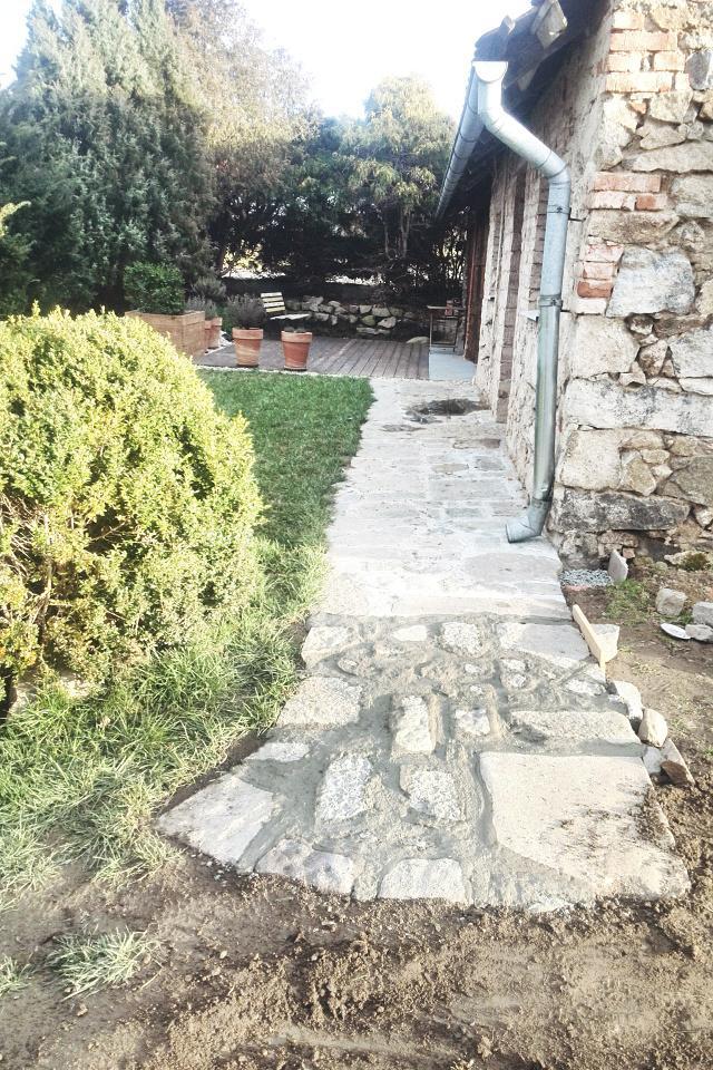 ..our rustic cottage.. - Díky teplu jsme mohli dodělat zápraží.