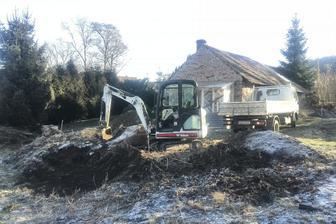 V lednu jsme upravovali terén, zároveň příprava na skládanou (suchou) kamennou zídku.