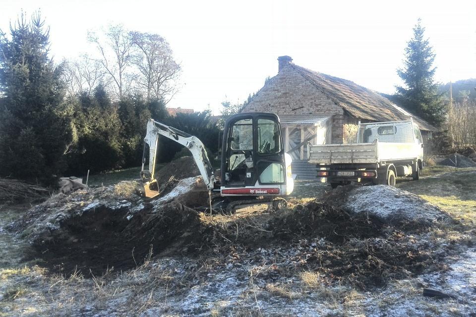 ..our rustic cottage.. - V lednu jsme upravovali terén, zároveň příprava na skládanou (suchou) kamennou zídku.