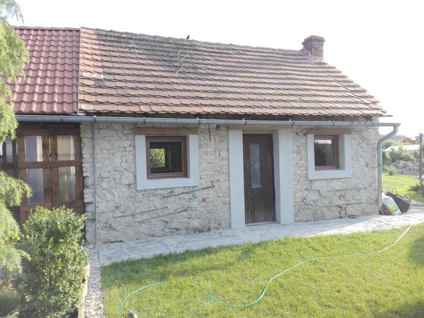 ..our rustic cottage.. - Všechny rámečky okolo oken a dveří jsou již hotové :-)