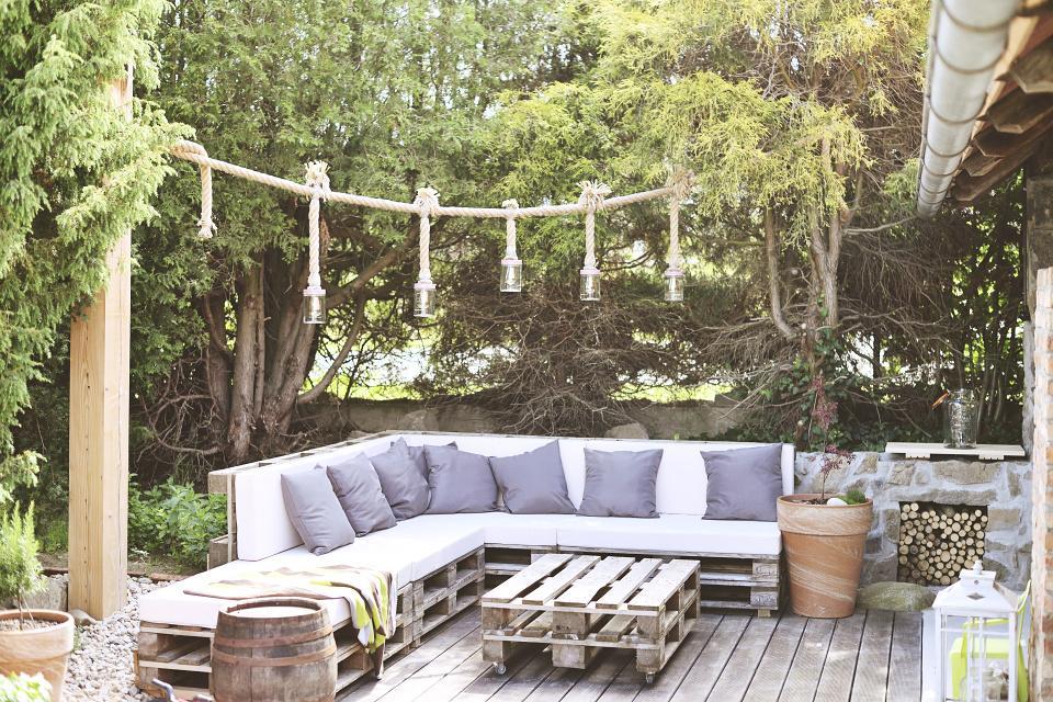 ..our rustic cottage.. - sedačka na terase už i s polštářkama