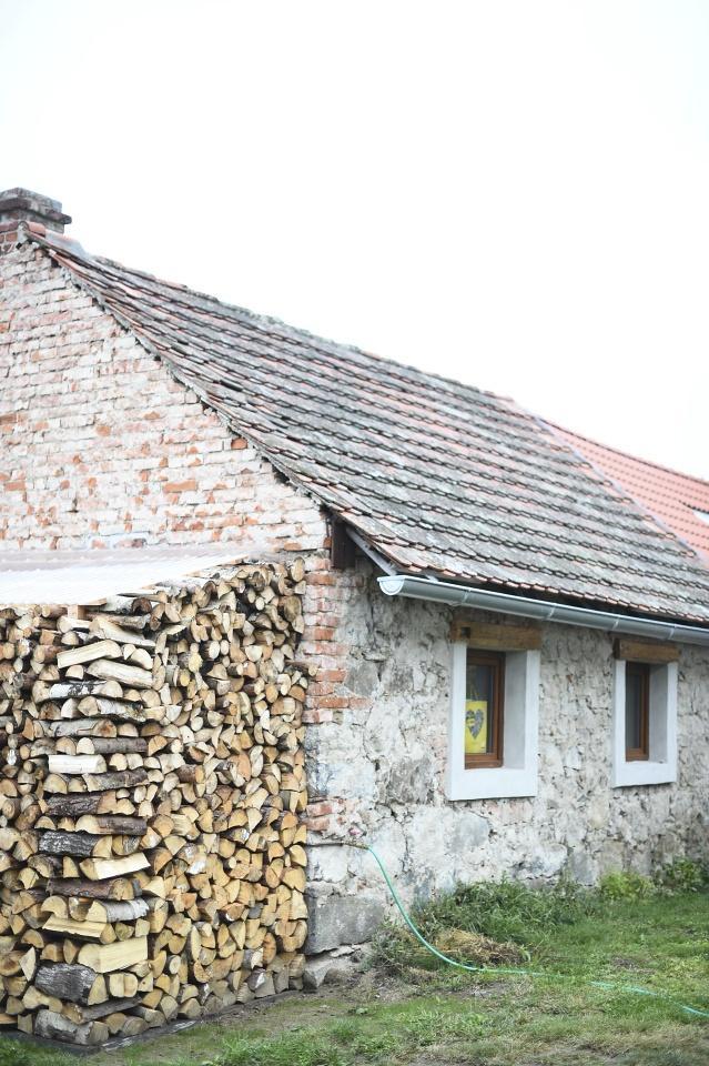 ..our rustic cottage.. - ..začali jsme obkládat koupelnu dřevem