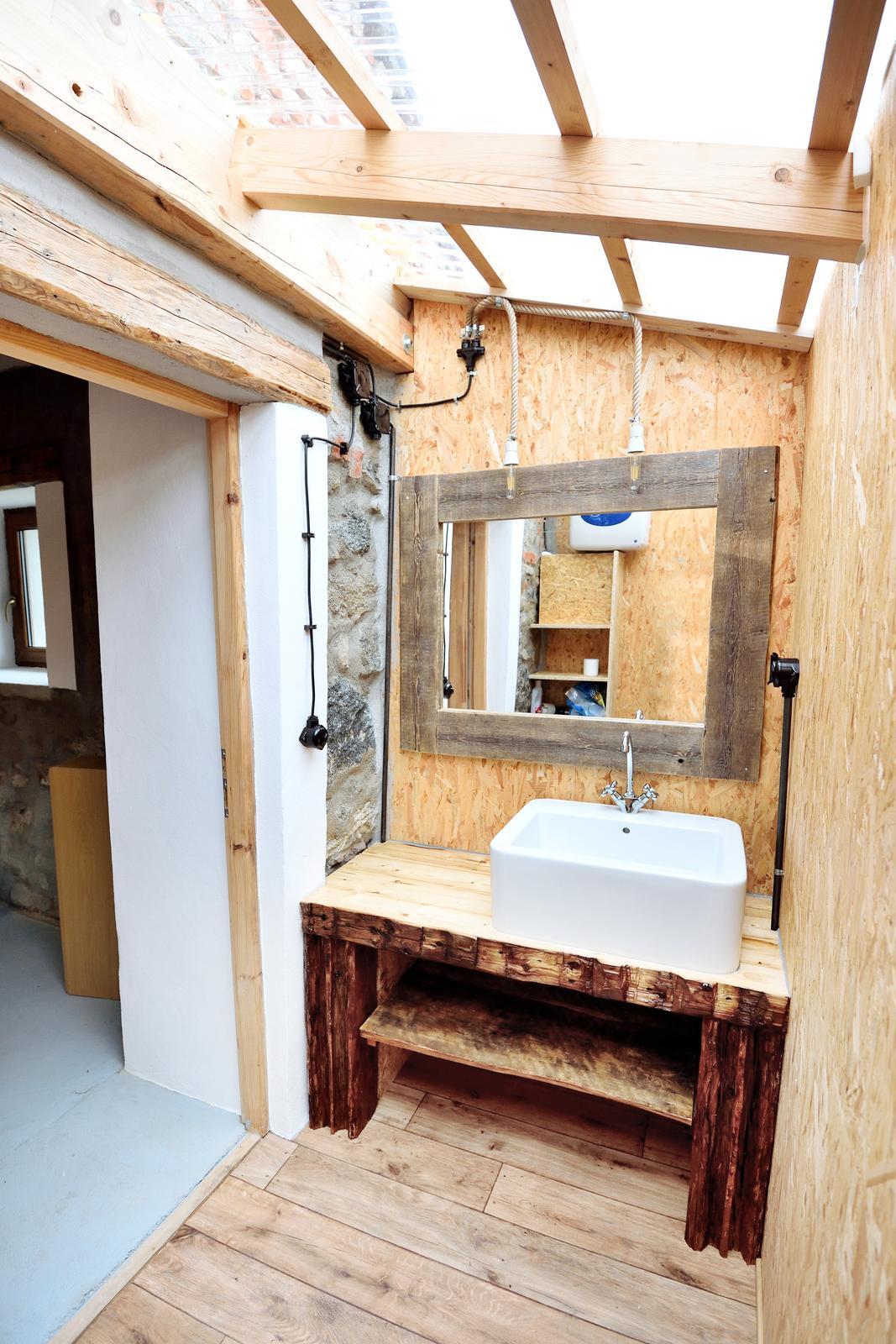 ..our rustic cottage.. - A koupelna je hotova :-)