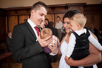 Nejmladší rodinný příslušník - Emička měla 6 týdnů :) A můj báječný švagr :)