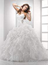 Takže tieto šaty budu na svadbe :) sukna nie je az taka obrovska v skutocnosti...