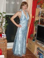 moje popolnočné šaty, samozrejme modrá musí byť