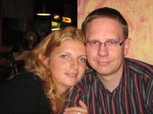 """budúca kmotra Lucka (svedkyňa) a jej """"skoro"""" manžel a fotograf Tono"""