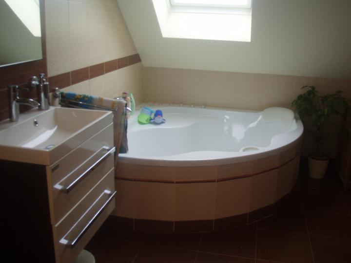 Náš budoucí domeček:) - horní koupelna je velká jako z vizualizace, akorát mě to nešlo nafotit