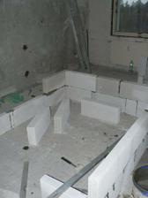 buduje se nová zděná koupelna se záchodem