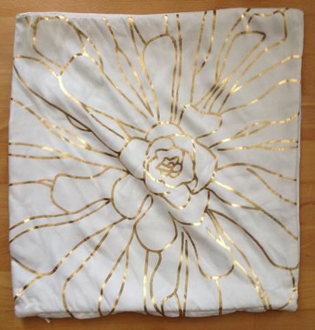 Bielo-zlatý poťah na vankúš - Obrázok č. 1