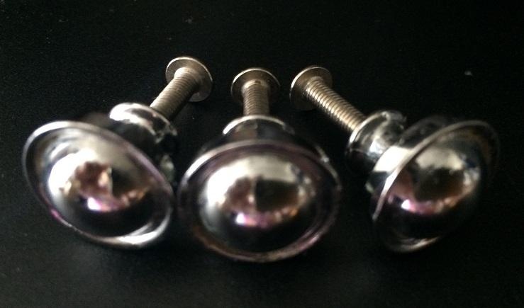 3 ks kovové úchytky - Obrázok č. 1