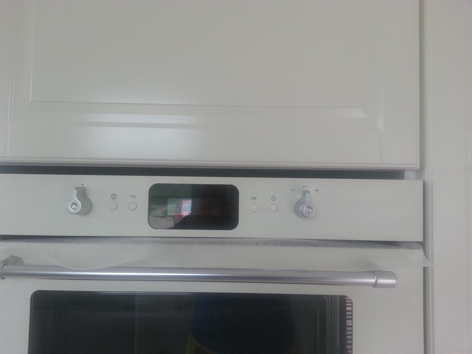 Moc prosím :) vestavná mikrovlnka od Ikea, má někdo zkušenost z montáží??? Nějak nám nesedí, zbývá cca 2 cm mezera ve skříni 220 cm. Musí se nečím překrýt??? Děkuji ♥ - Obrázek č. 2