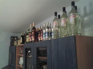 přípravy ... nakupuji alkohol kde se dá....  cinzano, vodka, rum, fernet obyč, fernet citrus, tullamorka, gin. ještě hodně.... :)