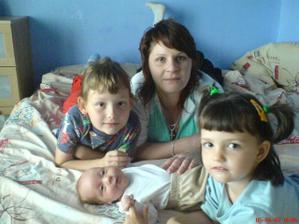 všechny moje tři družičky a já :) foceno před rokem:)