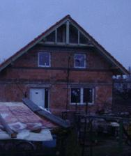 ... a už s oknami a vchodovými dvermi. Všetko od Slovaktualu.