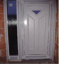 Detail dverí z vnútornej strany.
