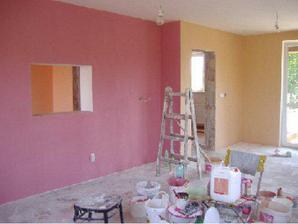 obývačka už vymaľovaná, ešte drobné opravy