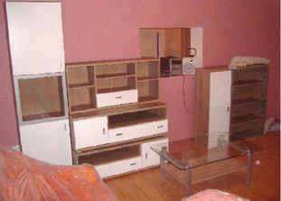 Poskladaná obývacia stena z Kiki. Ešte nie je na svojom mieste