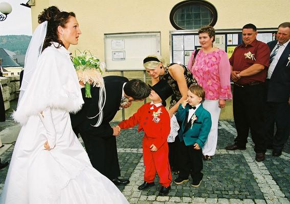 Silvia Madigarova{{_AND_}}Alessandro Casa - moj dalsi synovcek Kajko, krasny fracik mal, ako moj milovany ;-))) a moje krsnatko bolo tiez zlatunke!!!!!! cely vecer tancoval ;-))
