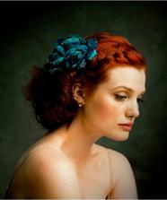 Nádhera... účes, barva vlasů i květiny (ta v mém případě bude ale bílá)...
