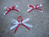 Bílo-červené mašličky.,