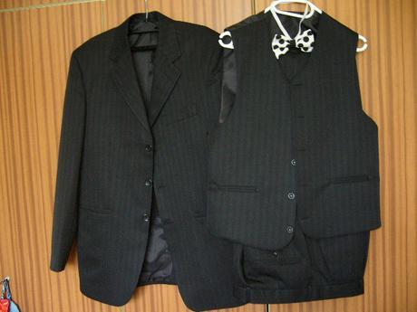 oblek s vestou + motylik - Obrázok č. 1