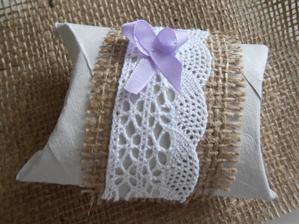 Pillow box na koláček štěstí pro každého hosta