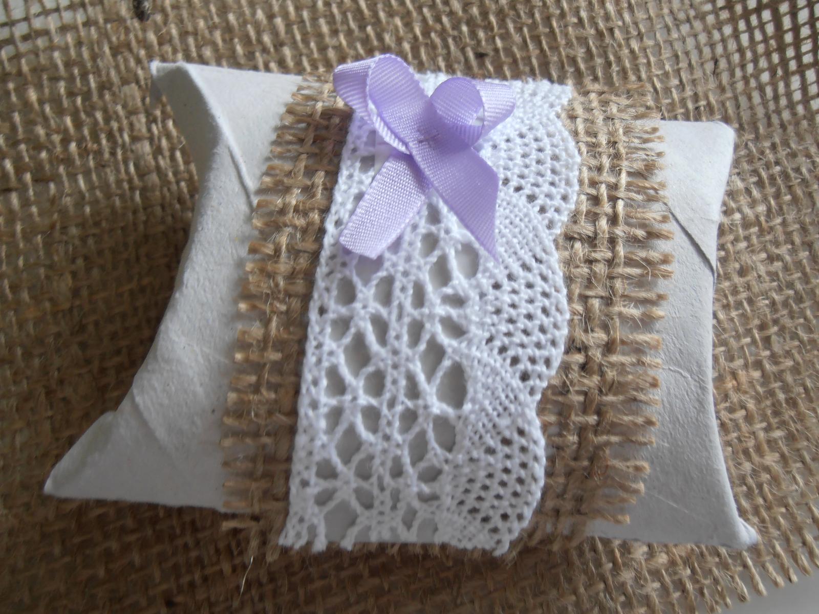 Domácí tvorba :) - Pillow box na koláček štěstí pro každého hosta