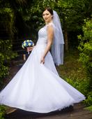 Svatební šaty ručně pošité krajkou, 38