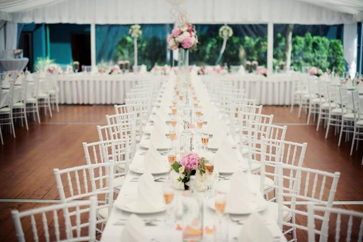 Půjčovna: stolů, lavic, židlí, ubrusů, potahů a dekorací - Obrázek č. 38