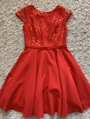 Červené šaty A-čkového strihu, 38