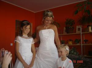 ...přípravy doma u nevěsty...po mé pravici je moje srdíčko dcera Míša