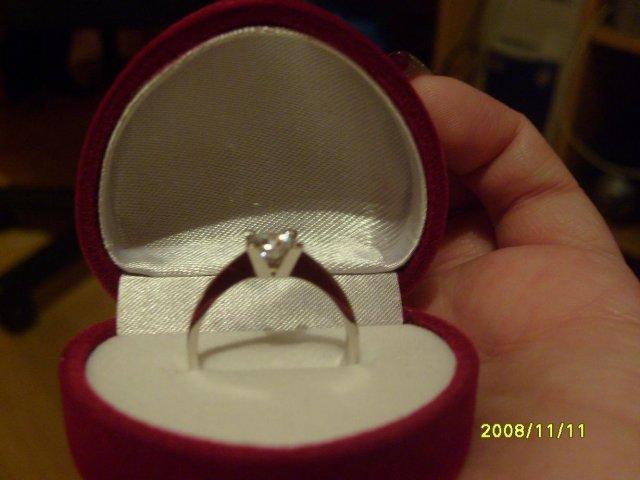 Veci ktoré sa mi páčiaaaa - takýto prstienok som dostala od mojho draheho