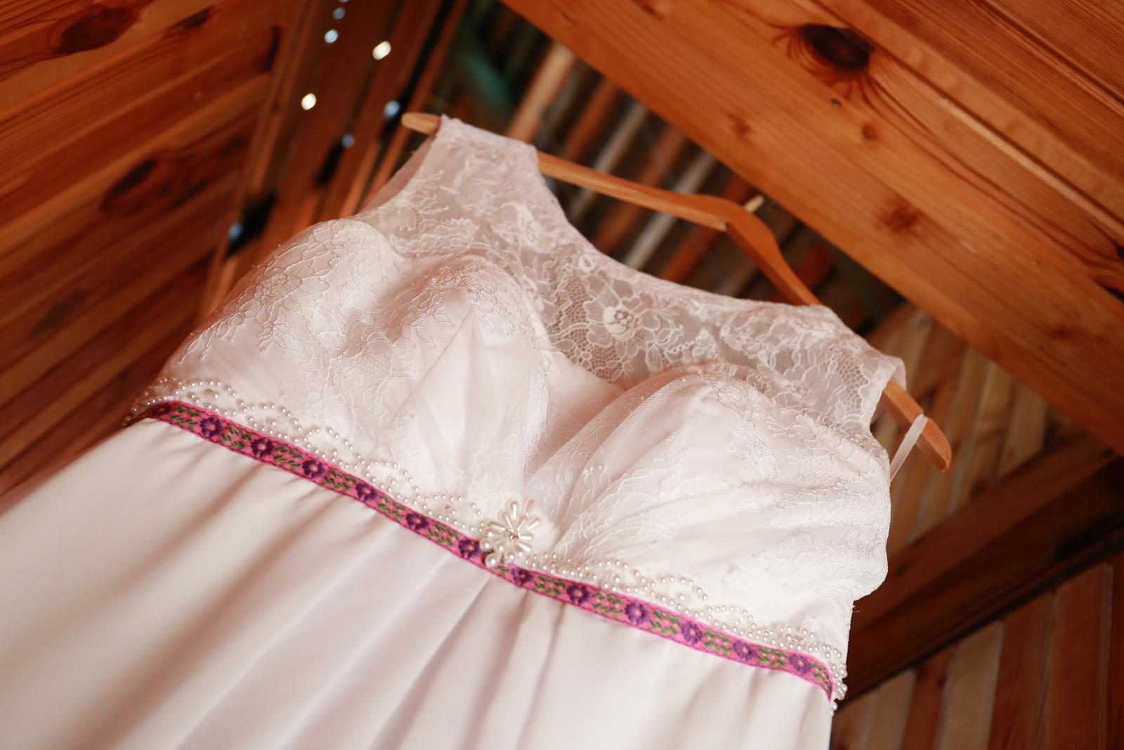svadobné šaty aj na ľudovú nôtu - Obrázok č. 1