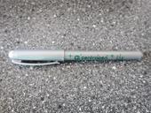 stříbrná gelová tužka a stříbrná fixa,