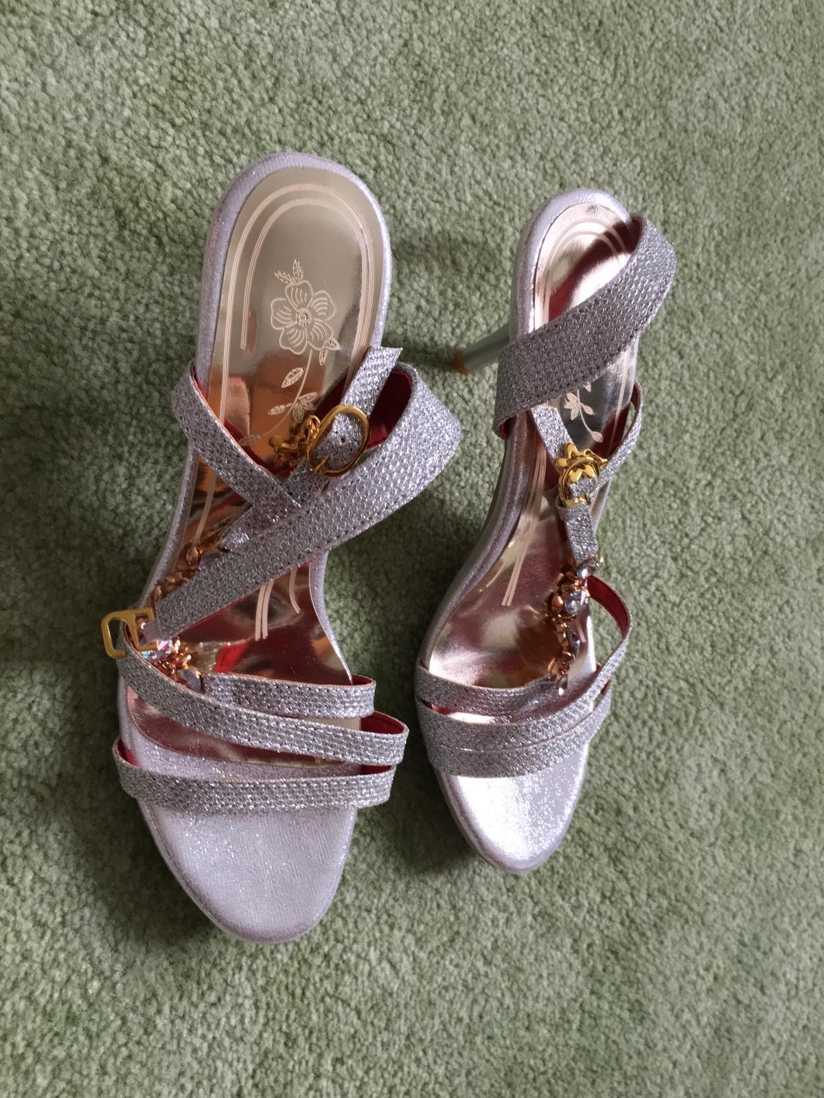 Strieborné sandálky - Obrázok č. 1