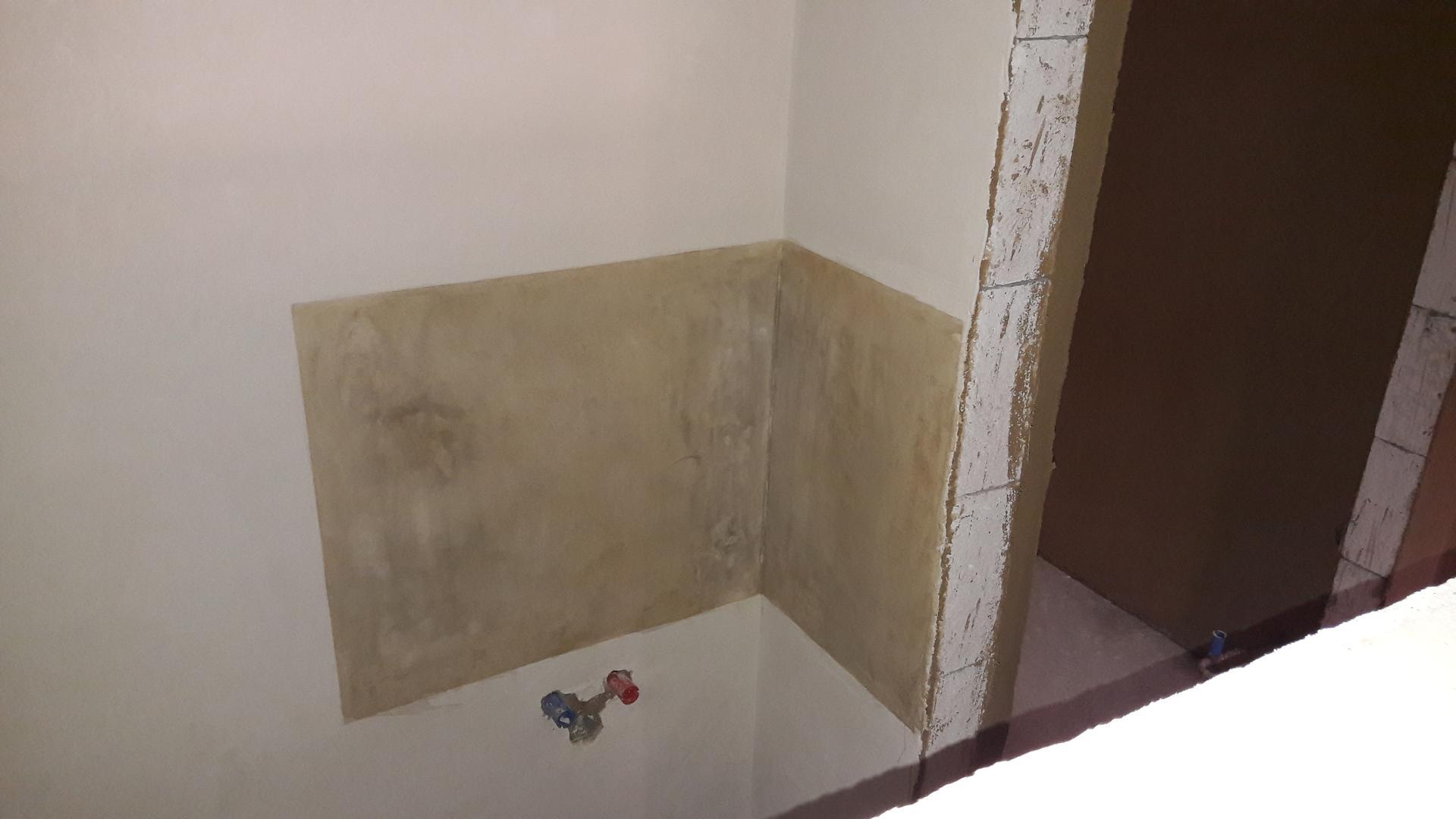 Hlinená chalupa a jej premeny - part 5 Jemné hlinené omietky a sgrafito - Marocký štuk vo wc namiesto obkladačiek,