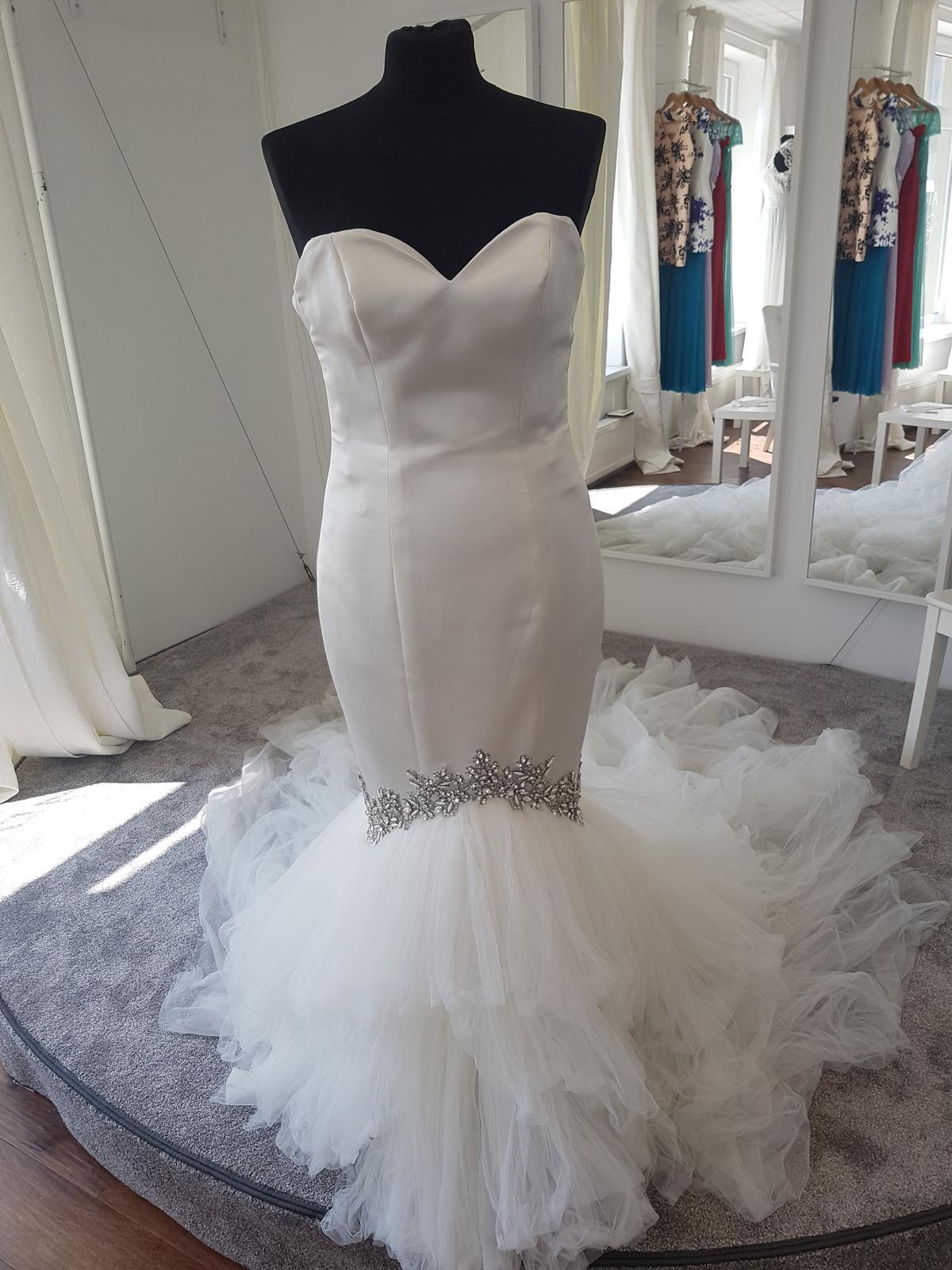 Svadobné šaty Enzoani - Obrázok č. 1