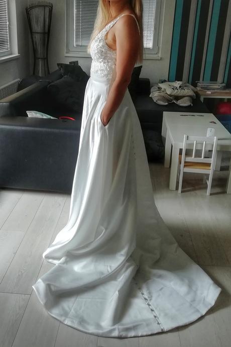 Nové saténové šaty - Obrázek č. 1